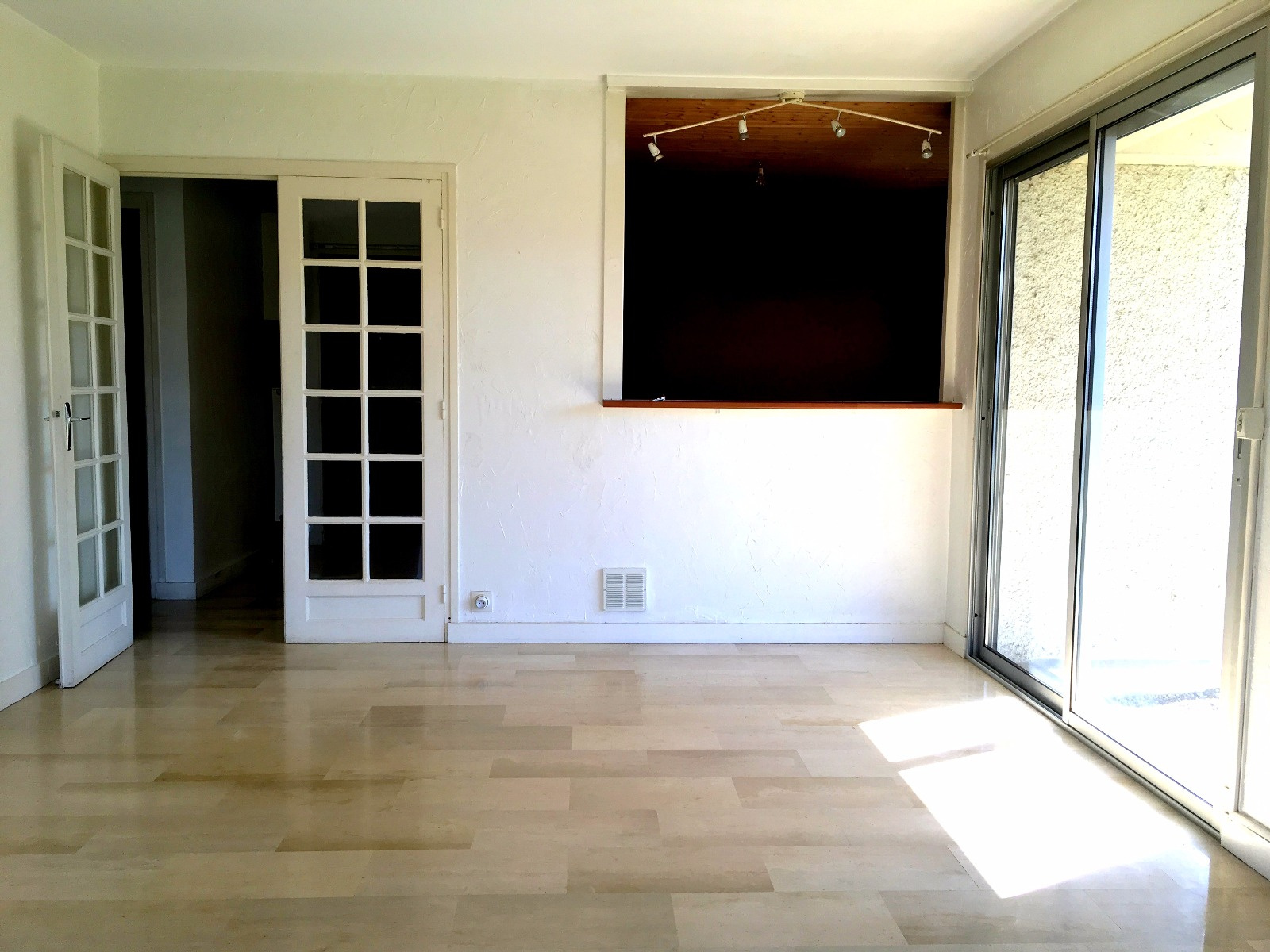 annonce vente appartement valence 26000 106 000 992737061683. Black Bedroom Furniture Sets. Home Design Ideas